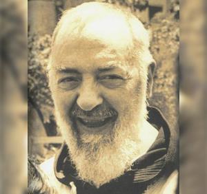 Padre-Pio-sonriente-Ft-Img