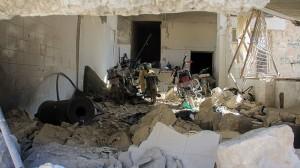Interior de un hospital destruido tras un ataque con presuntas armas químicas en Jan Sheijun, en la provincia siria de Idlib, el 4 de abril de 2017.AFP